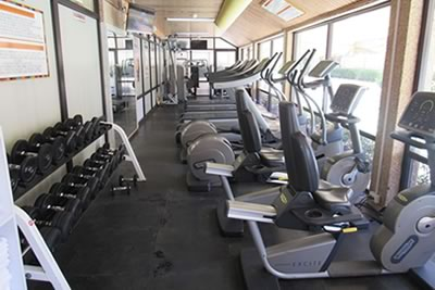 Amenities include a fitness center